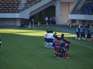 試合前のチーム写真のシーン